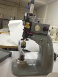 Máquina de chafar costuras